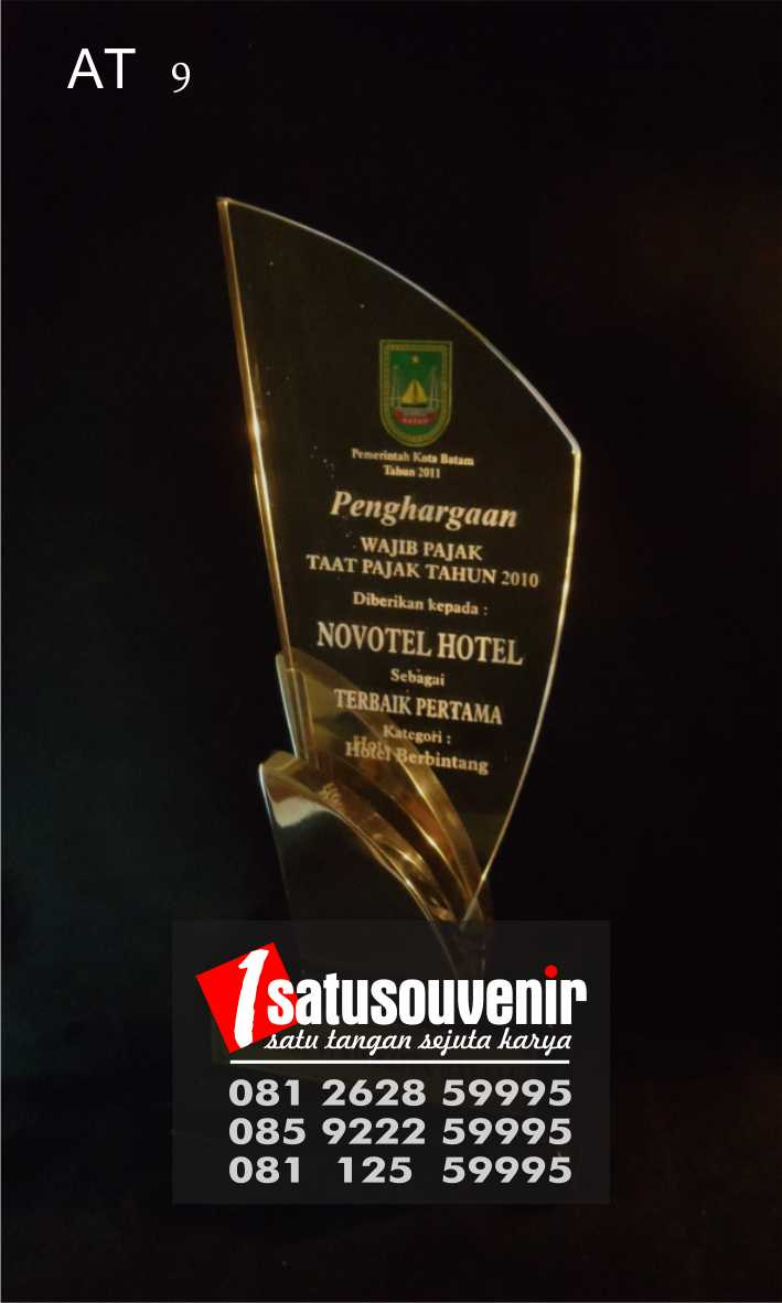 Plakat Penghargaan Pajak   Plakat Akrilik Trophy   Pusat Plakat Trophy