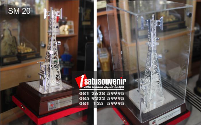 Plakat Souvenir BTS Telkomsel | Buat Plakat Tower | Souvenir Miniatur Tower