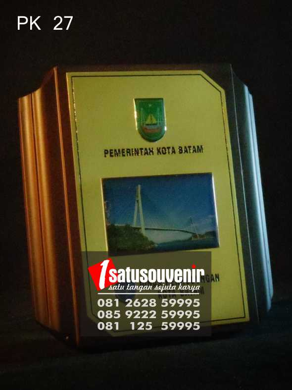 Harga Plakat Kayu Murah | Plakat Kayu Pemkot Batam