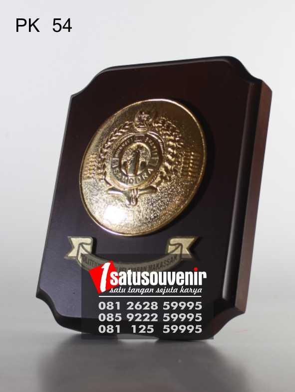 """Plakat Kayu Penghargaan """" Jual Plakat kayu Makassar"""
