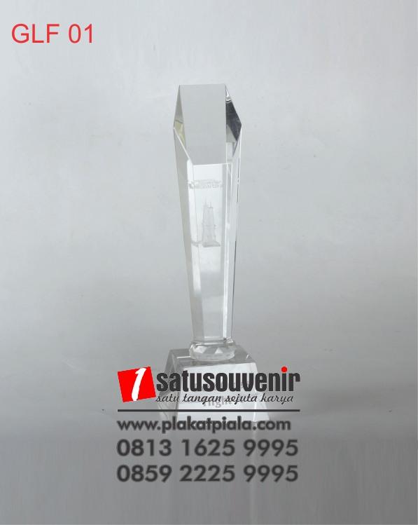 Trophy Golf Kristal Tugu